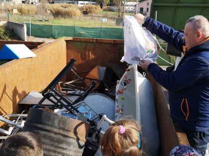A scuola di sostenibilità ambientale al Centro di raccolta di Marsciano
